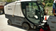 2003 Madvac Street sweeper - Black/White