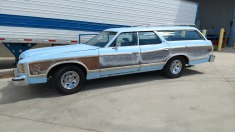 1973 Ford Country Squire - Blue